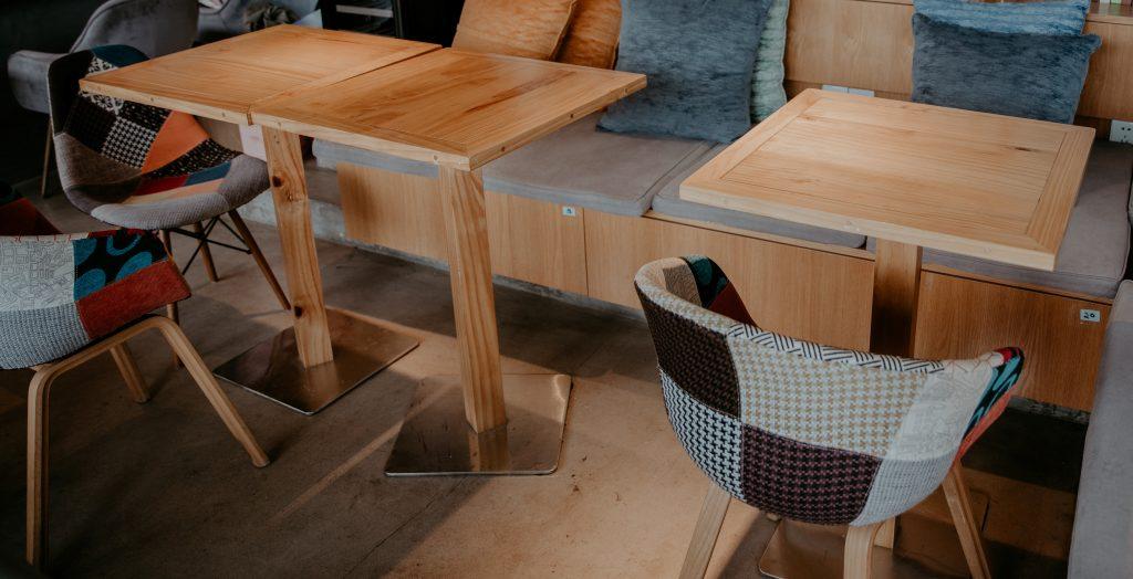 Le fauteuil scandinave patchwork : un fauteuil multicolore